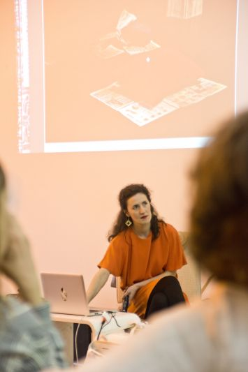 A young woman showing a presentation on a beamer